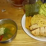 フジヤマ55 - トマトチーズカレーつけ麺全部のせ