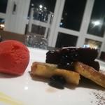 グランドホテル 六甲スカイヴィラ - ベリーアイス 焼きりんご チョコケーキ