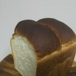パティスリーフルール - 食パン② 焼きはかなり強め