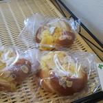 パティスリーフルール - クリームパン(ケーキ屋さんのカスタードクリーム♪)