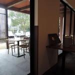 お食事処 極楽亭 - テラス席もあります。