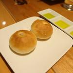 ダルマット - 自家製パンとオリーブオイル3種