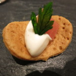 レストラン フウ - タルト生地にベーコンのムース 生ハム