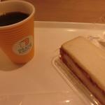 79095116 - お連れ様はコーヒーとサンドイッチ