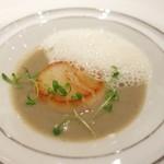 79095767 - ホタテ貝のグリエ 菊芋のブルーテ トリュフのエスプーマ