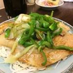ビーフン東 - 肉ロースビーフン(煮豚)ににんにく醤油を。
