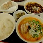 """小洞天 - """"麻婆豆腐・ライス・半タンタン麺・シウマイ2個"""""""