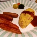 79099107 - 朝食ブッフェ クリスピーベーコン、オムレツ