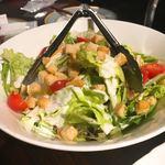 シュラスコ&チーズタッカルビ AMIGO - グリーンサラダ。 とてもシンプルだけど、お野菜シャキシャキ。マジックドレッシングは今回 シーザーに思えました。