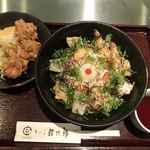 讃岐屋 雅次郎 - 海老天ぷらと揚げ餅のぶっかけ(冷)(890円)+からあげ(3個)(300円)