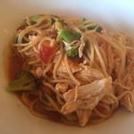 ランチ&バー 花菜 - ブロッコリーと蒸し鶏トマトソース