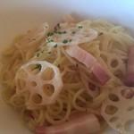 ランチ&バー 花菜 - 蓮根とベーコンのペペロンチーノ