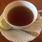 ランチ&バー 花菜 - セットの紅茶