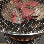 肉の寅屋 - レバーはごま油のタレで。美味しい