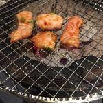 塩ホルモン 肉の寅屋 - ホルモンは味噌ダレが美味しい。少しピリ辛?かな
