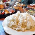 レストラン寿楽 - 「ミックス」のライス(自分のは山盛りでした)