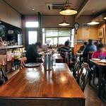 レストラン寿楽 - テーブル席