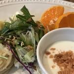 カフェ ガーランド - スパゲッティ、野菜サラダ、ポテサラ、フルーツ、ヨーグルトが付きます(2018.1.8)
