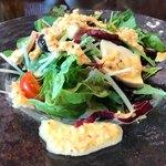 寿An - 料理写真:チーズとドレッシングが美味なランチサラダ