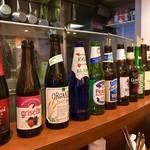 東京ライス - カウンターに世界のビール