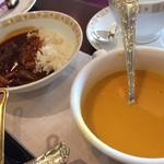 79112682 - 右:人参のクリームスープ、左:ハッシュドビーフ