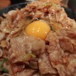 伝説のすた丼屋 - すた丼・肉飯増し(880円)