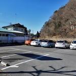 79117392 - 建物左側の駐車場