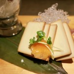 たかの家 - 牛タンとチーズの燻製盛り合わせ(640円)