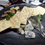 燕三条イタリアンBit - チーズ盛り合わせ