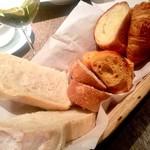 79121768 - 初回のパン4種(選べません)