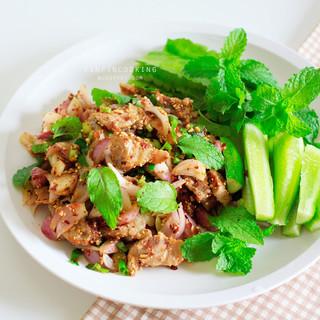 グリルポークとタイのハーブのサラダ(ナムトックムー)