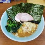 79123923 - ラーメン650円麺硬め。海苔増し50円。
