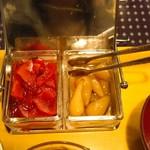 カフェド萌 - バターライスに添えられた福神漬けとらっきょう