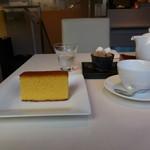 文明堂 カフェ 東銀座店 - 特撰五三カステラと紅茶です。