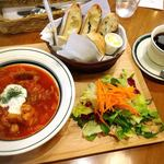 79128723 - 「パンにあうおかず+サラダと本日のパンの盛合わせ(ドリンク付き)」(¥1,100円)