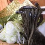 麺処なかがわ - 濃厚豊潤スープを纏う太麺