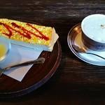 珈琲屋さかい - カフェ・カプチーノ(450円)、モーニングサービス(エッグトースト)