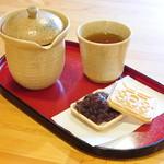 阿古屋茶屋 - 食後のお楽しみ、日本茶ともなか