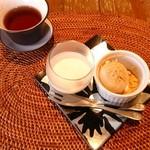 上海茶房 Lu-Lu-Cha - 杏仁豆腐とあんこのわらび餅だんご