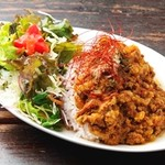 カフェ サルーテ - 薬膳カレー¥950(ご飯は雑穀入りです、サラダ、ドリンク)