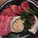79136661 - スペシャルトラジ盛りは、肉と海鮮の盛り合わせ。