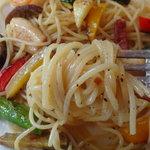 パパマリーノ - 麺の茹で加減も良く、アルデンテです。