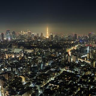 東京タワーやスカイツリーを一望できるカウンター席
