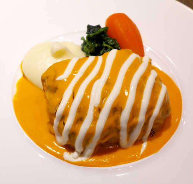 ボナ・フェスタ - 4~5時間かけてブイヨンで煮込み、さらに4時間トマトソースで煮込むスローフード