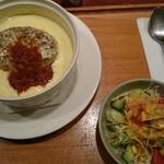 コーヒーハウス路々 - 料理写真:ハンバーグドリアとサラダ。