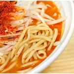 旨辛ラーメン 表裏 - 食感、風味ともに強い麺です。
