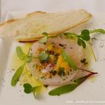 フランス料理 ル・トリアノン - 白身魚のカルパッチョ ネパール産胡椒'ポワブルティムのアクセント