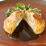 フランス料理 ル・トリアノン - 静岡県産 富士の鶏のパイ包み焼きと富士の鶏の爽やかなブイヨン