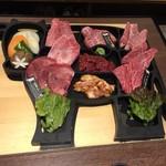 焼肉 黄金の牛 - 料理写真:黄金プレート3人前