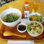 沖縄料理とパクチー うるま食堂 - パクチーソーキそばセット980円